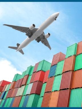 internationalline-avion-sobre-volando-por-contenedores
